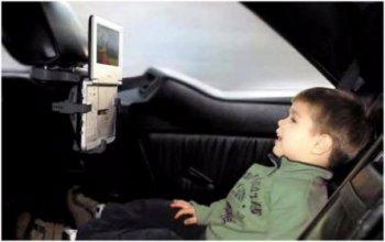 Držák na DVD přehrávač do auta